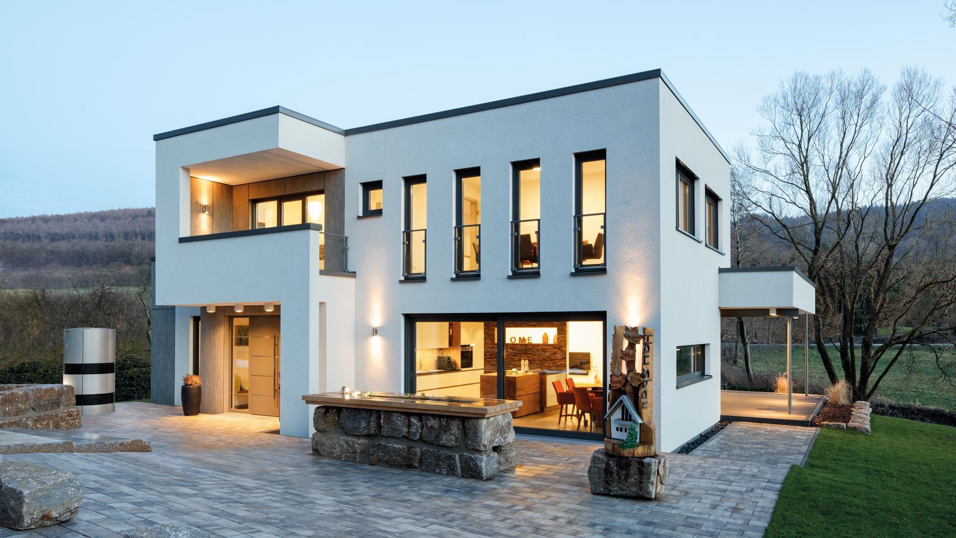 Nowoczesny dom z dużą ilością okien