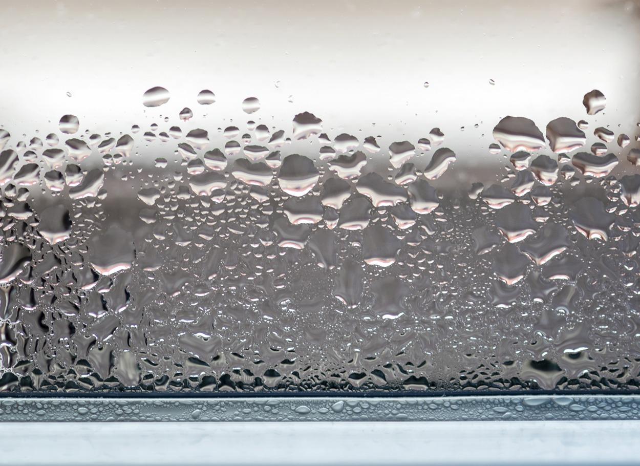 Zaparowana szyba okna