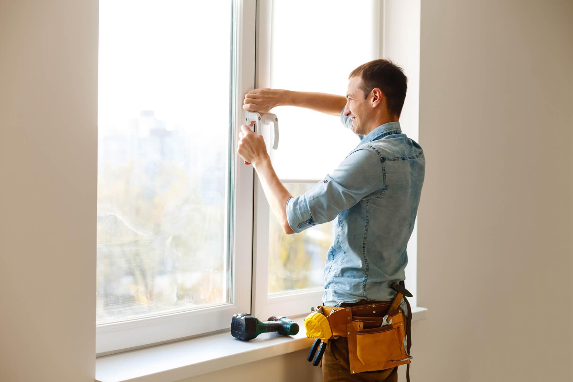 Montowanie okna przez fachowca